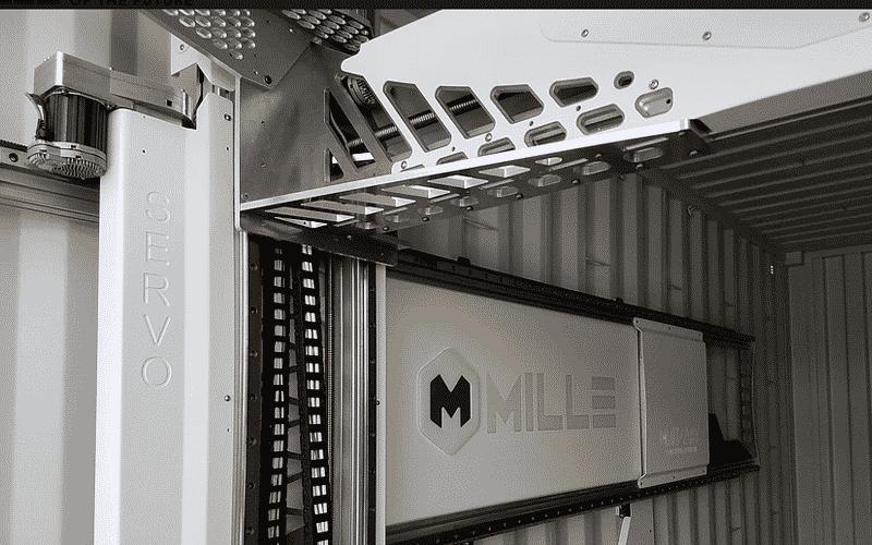 millebot-dans-un-container-open-side