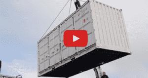 déchargement container open side 20 pieds blanc avec bras de grue sur camion