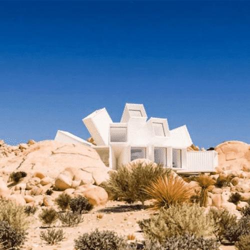 Maison container avec des 40 pieds dans le désert californien