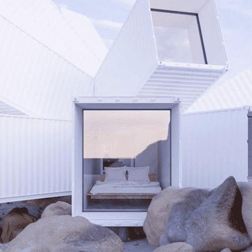 Maison container avec des 40 pieds dans le d sert californien for Agrandissement maison avec container