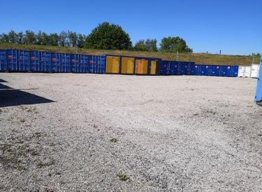 Dépôt parc de containers maritimes et bungalows